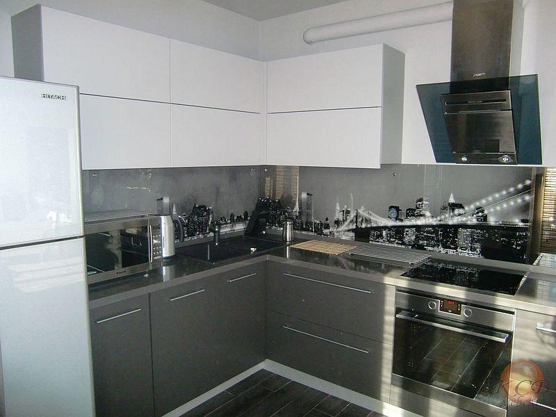 Стоимость изготовления такой кухни от 40 000 руб за 1 пог.м.